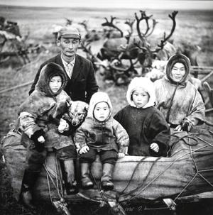 """Nencų šeima. Jugros tundra. Iš serijos """"Prie Karos jūros"""""""