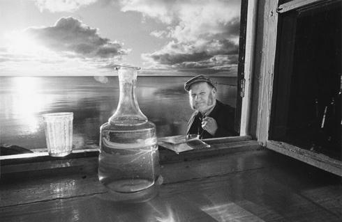 Jonas Kalvelis in the Window (Photographer Jonas Kalvelis)