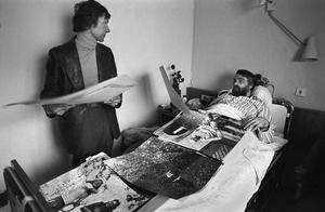 """R. Rakauskas ir A. Sutkus ligoninėje. Iš serijos """"Fotografai"""""""