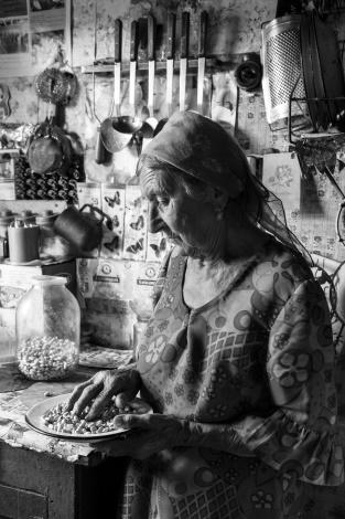 Aliunia Gražulytė Karmazienė. Kerplašina. Gervėčių Region, Byelorussia.