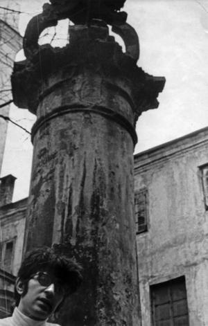 Griša Bruskinas Domininkonų vienuolyno kieme