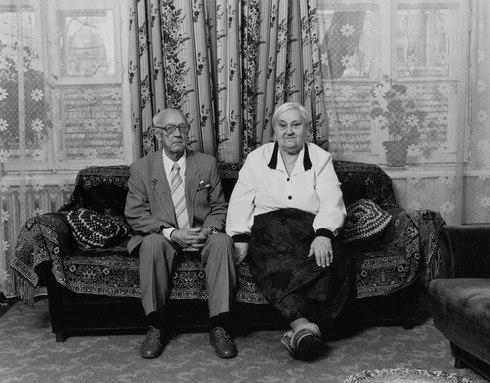"""Anatolijus Serafimovičius su žmona. Iš ciklo """"Kaimynai"""""""