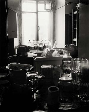 """Bendros virtuvės langas. Iš ciklo """"Sankt Peterburgas. Be pasirinkimo"""""""